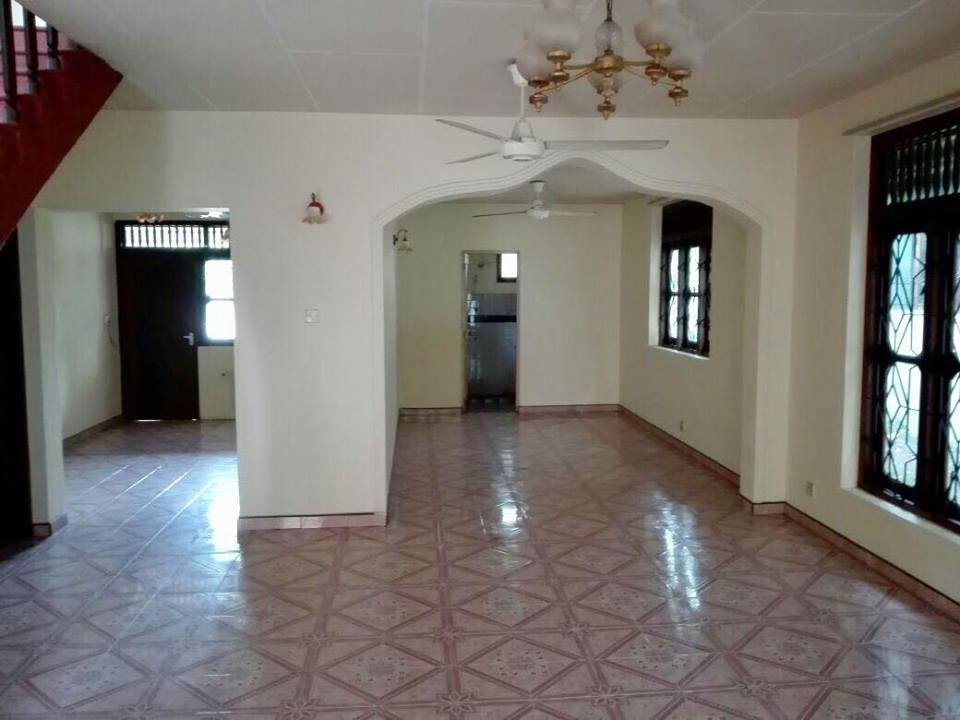 land with old house for sale in nedimala dehiwala