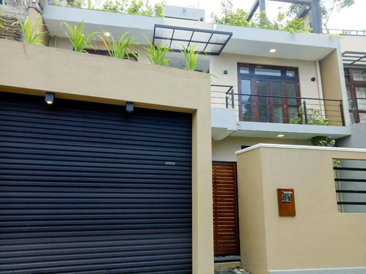 Modern house for sale in boralesgamuwa