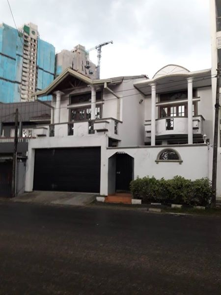 Two storied house for rent in Colombo 6