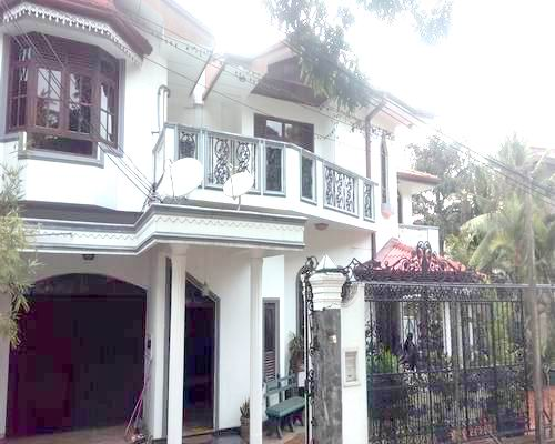 FOUR BED ROOMED LUXURY AND SPACIOUS HOUSE (SEMI FURNISHED) FOR LEASE