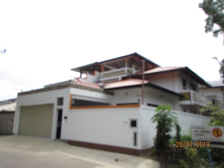 FOR SALE BRAND NEW THREE STORIED HOUSE IN MALABE (04 BED ROOMS/ 04 BATH ROOMS)