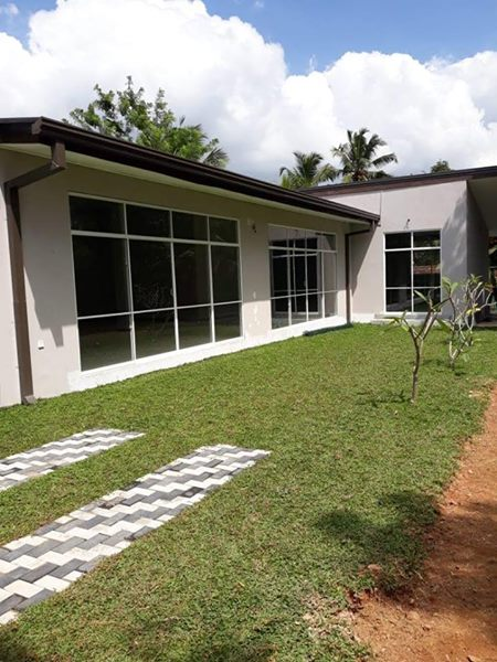 Luxury house for sale in Athurugiriya
