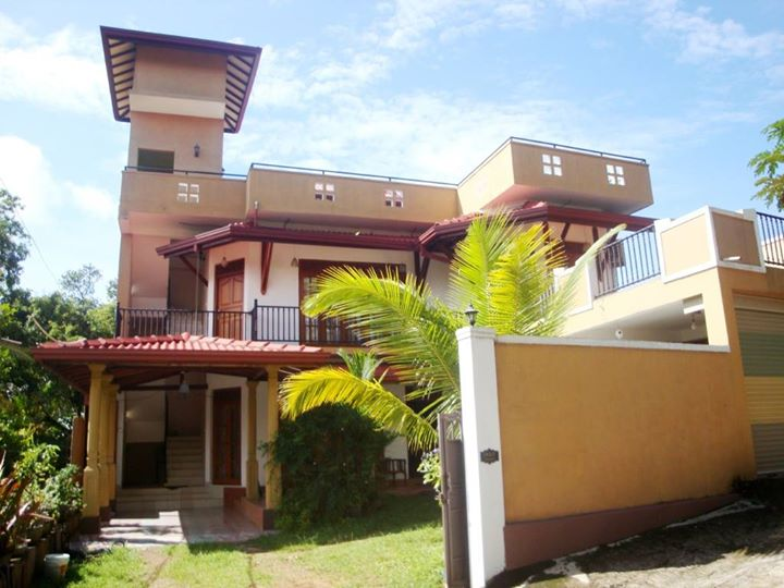Un-furnished 3 Bedroom Up-stair Private Apartment for Lease in Battaramulla-Koswatte
