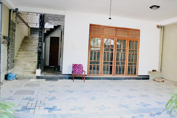 Unfurnished upstair House for rent in Kirulapona - Colombo-06.