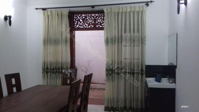 Two stories house for rent in Colombo 3