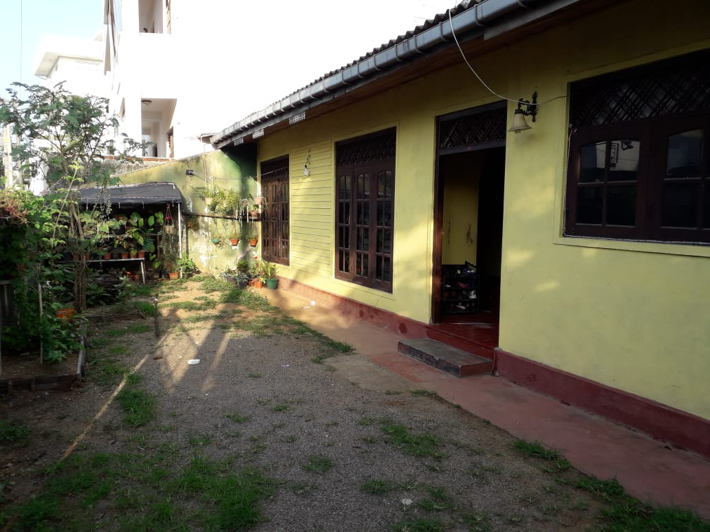 7.6  perches valuable square Land with House for sale  in Boralasgamuwa.