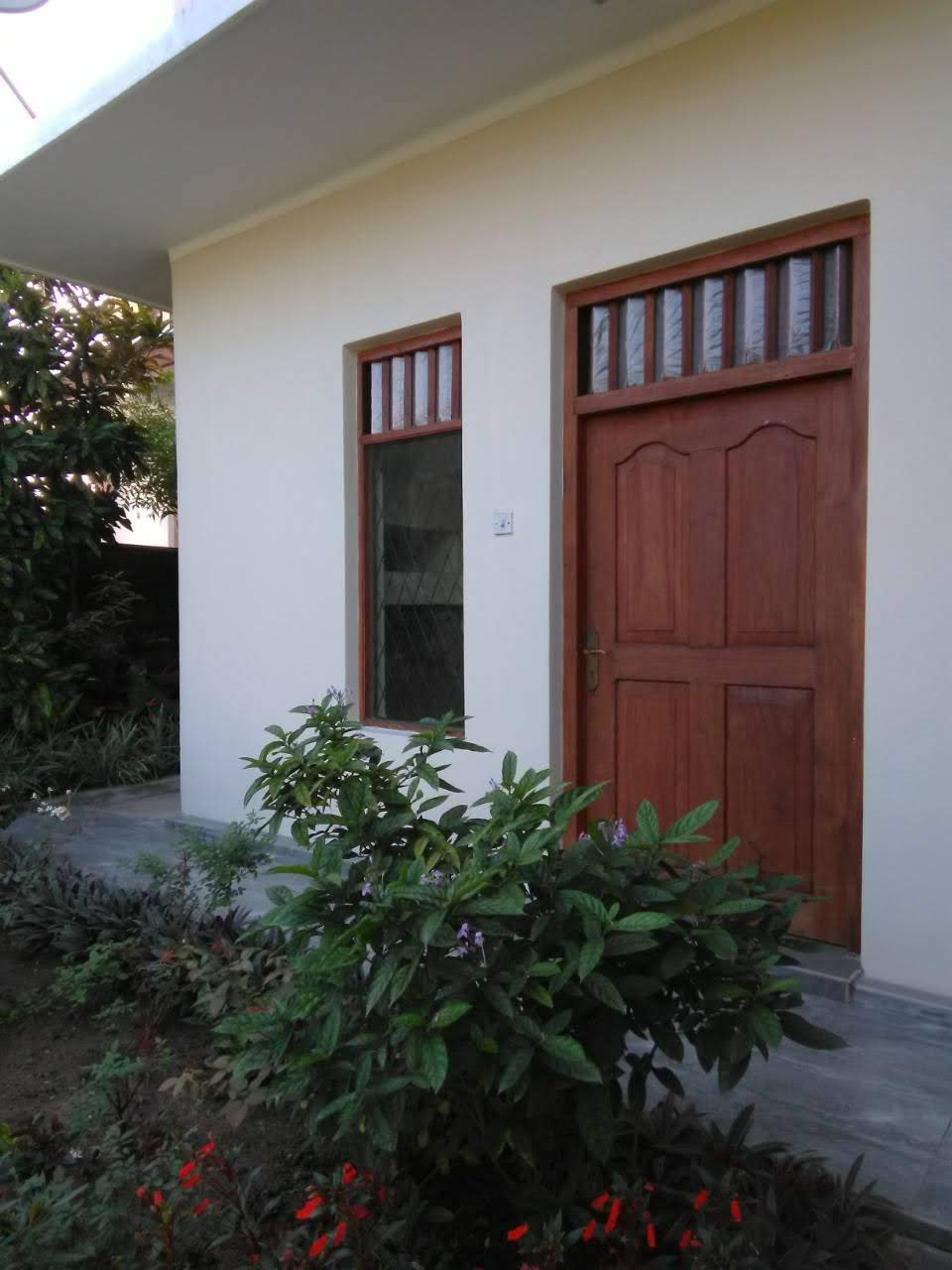 Newly renovated 2 bedroom house for rent in Kandy / Mawilmada road